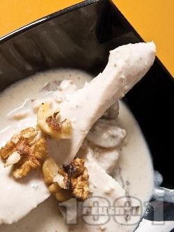 Запържени задушени пилешки гърди със сос от гъби, сметана и синьо сирене на тиган - снимка на рецептата